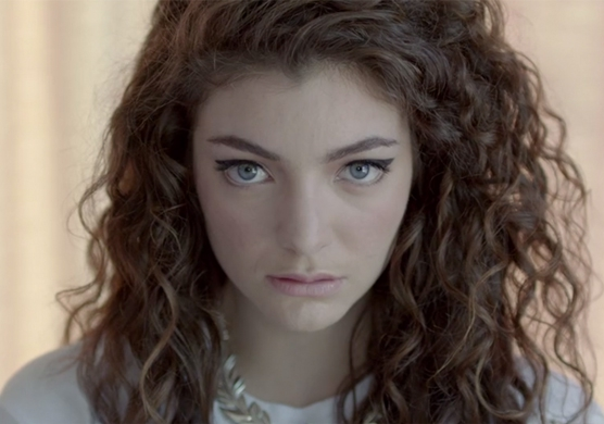 "Screenshot aus dem Musikvideo ""Royals"" von Lorde."