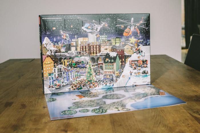 LEGO City Adventkalender (aufgeklappt)_c_Marko Zlousic