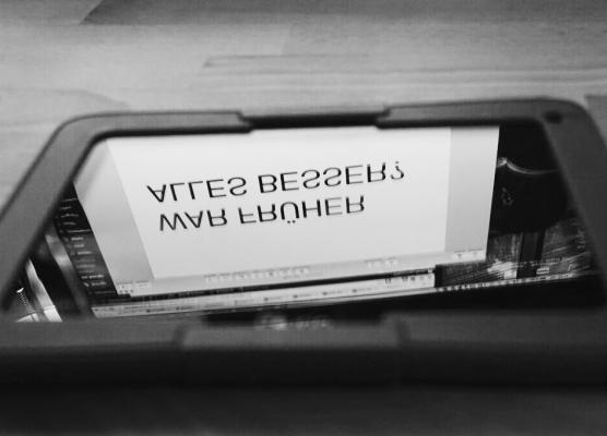 tablet_alles-besser_c_marko-zlousic